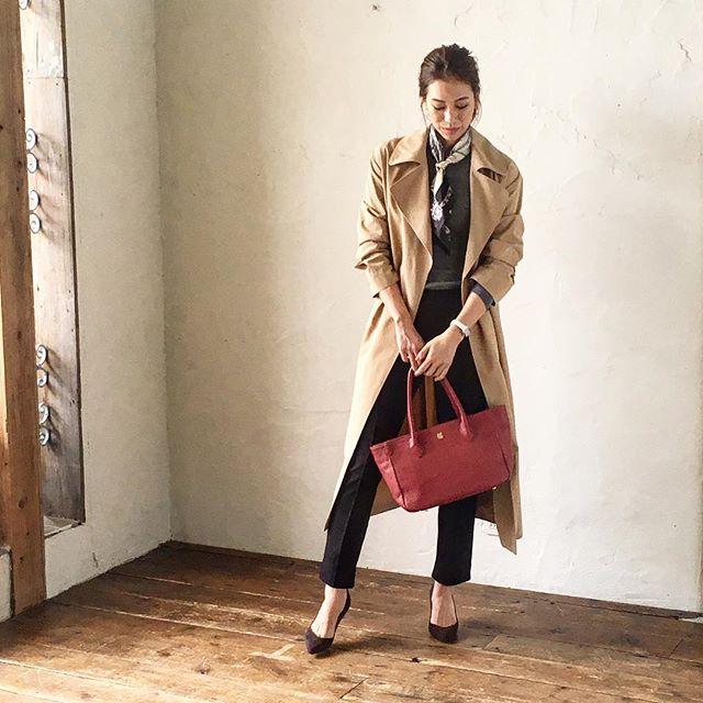 革バッグ・ 革財布・efffy スタンダードモデルのご紹介です。日本製牛革を使用したトートバック。エンボス加工を施した細かいシボ感が魅力的で、キズも目立ちにくくお気軽にお使いいただけます。シンプルなデザインでデイリーコーデからオフィスコーデまで幅広く対応でき、エレカジ感を演出します!no_VJ1-12 color_RE ¥16,500(+tax)www.efffy.com efffy coredomuromachiefffy nagoyaefffy's closet machidaefffy's closet Chofuefffy's closet yokohama efffy's closet saitamashintoshinefffy's closet takasaki OPAefffy's closet nishinomiya#efffy#efffys_closet_official#madeinjapan#handbag#leatherbag#leather#sacsbar#gransacs#sacsbarjean#日本製#革バッグ#通勤バッグ#通勤コーデ# オフィスカジュアル#カジュアルコーデ#ハンドバッグ#トートバッグ#エフィー#サックスバー#グランサックス#サックスバージーン#ブラウス#レッド#ワイン#ベージュ#トレンチコー#スカーフ#パンプス#かわいい