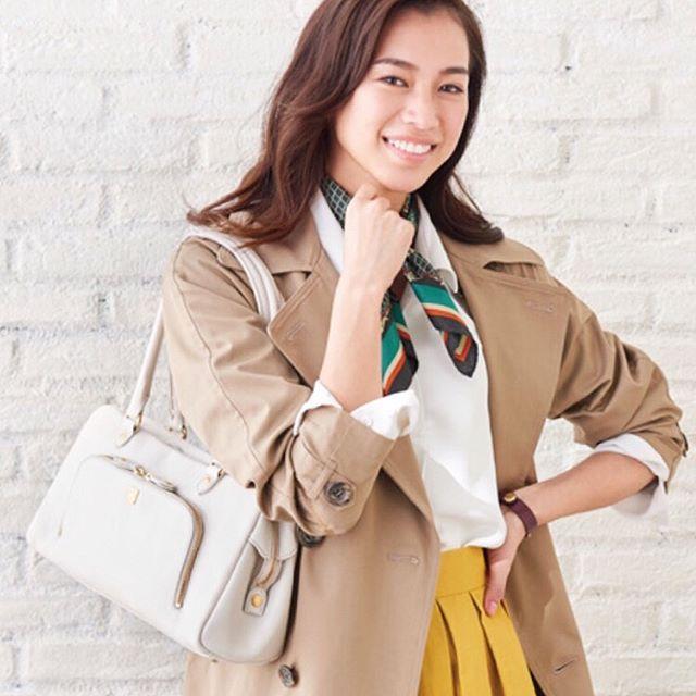 革バッグ 革財布 efffy SSシーズンの新色のご紹介です。柔らかくボリューム感のある日本製天然シュリンク牛革を使用したロングハンドルのボストンバッグ。フロントの大きめのポケットがデザインポイントで、長めのハンドルは肩掛けでの使用が可能でとても便利です。ON&OFF兼用で使用でき、SSシーズンのコーディネートの幅を広げるアイテムです!no_MI1-01 color_WH ¥19,000(+tax)www.efffy.comefffy coredo muromachiefffy nagoyaefffy's closet chofu efffy's closet machidaefffy's closet yokohama efffy's closet saitama shintoshin efffy's closet tokorozawaefffy's closet takasaki efffy's closet nishinomiya#efffy#efffys_closet_official#madeinjapan#handbag#leatherbag#leather#sacsbar#gransacs#sacsbarjean#white#日本製#革バッグ#春コーデ#トレンチコート#ブラウス#ハンドバッグ#ボストンバッグ#カジュアルコーデ#オフィスコーデ#ママコーデ#ホワイト#ワンピース#スカーフ#エフィー#サックスバー#グランサックス#サックスバージーン#かわいい#お洒落さんと繋がりたい