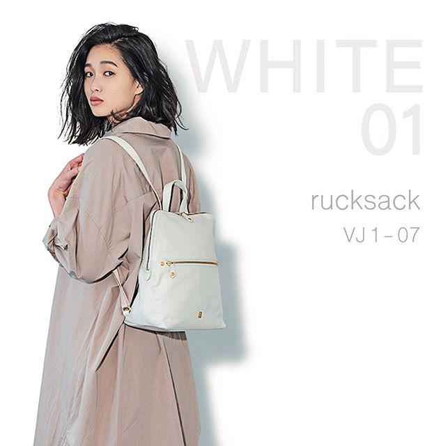 New  ItemWhite rucksackVJ1-07 WH ¥19,000+TAX初夏へ向かう真っ白なリュックコーデにきれいなぬけ感をつくってくれる白のバッグはこれからの季節の必需品。日本製のシュリンクエンボス牛革素材を使っているので、カジュアルに持てるけどリッチな雰囲気。どんなシーンでも活躍してくれそう .#efffy#エフィー#Wallet#ウォレット#革小物#財布#バッグ#ItalianMaterial#Pochette#ポシェット#ロングウォレット#二つ折り財布#ボックス型コイン財布#カラフル小物#春色財布#牛革財布#春夏新作革小物#2waybag#ホワイトリュックサック#牛革リュックサック#春夏コーデ#日本製シュリンクエンボス牛革#谷川りさこ