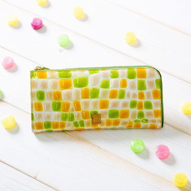 Summer new itemL字ファスナー長財布 TK1-11 ¥12,500+TAXほの甘カラーにひとめぼれefffy定番の大人気ウォレット。この夏も胸キュンカラーが勢ぞろい。クロコエンボス加工をほどこしたこのお財布はシボの大きさやカラーが一つひとつ、とても個性的️他では見つけられないオンリーワンとの出会いを楽しんで. .#efffy#エフィー#Wallet#ウォレット#革小物#財布#バッグ#ItalianMaterial#Pochette#ポシェット#ロングウォレット#二つ折り財布#ボックス型コイン財布#カラフル小物#春色財布#牛革財布#春夏新作革小物#2waybag#ホワイトリュックサック#牛革リュックサック#夏コーデ#牛革スムース素材#梅雨トート#L字ファスナー長財布#カラフル財布