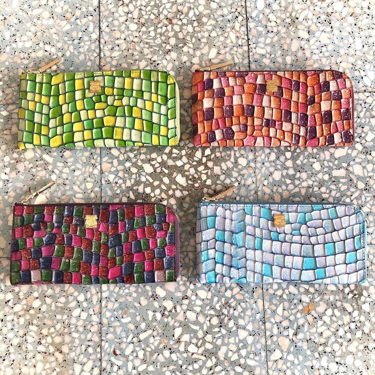 .【efffy】STANDARD COLLECTION 明日、9/2は金運アップの天赦日お財布の新調をご検討の方はこの機会に如何でしょうか?本日はそんな天赦日にオススメのお財布をご紹介致します♪ステンドグラスの様なカラフルで綺麗な型押し財布。イタリア製ならではの発色の良さもポイントです◎〈L字ファスナーロングウォレット〉STYLE No. / IN3-12PRICE / ¥13,000+TAXCOLOR /  PUOR,SABL,PUBL,GEYEMATERIAL / イタリア製エンボス加工エナメル革革#エフィー #efffy #革小物 #革トート #ItalianMaterial #ITALY製シュリンク牛革 #春夏新作バッグ#春夏コーデ#春夏大人バッグ#春夏トートeバッグ #コンビカラーバッグ#バイカラーリュック#オトナのリュック#フリンジバッグ#ショルダーバッグ#ハンドバッグ #コインケース #カードケース #コンパクト財布 #天赦日 #金運アップ