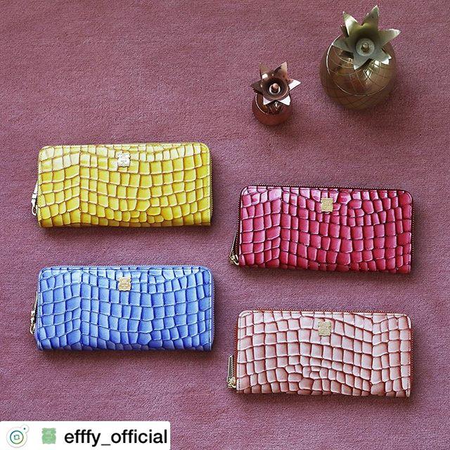 . 新春財布ラウンドファスナー長財布IN3-01 ¥16,000+TAX2020年のしあわせ色。見た目よりもぐっとしなやかでやわらかい革の長財布。カラフルなカラーにゴールドのアクセントでさらに運気アップ!あなた色をみつけてね。.素材/ITALY製クロコエンボスラメエナメル牛革#efffy#エフィー#革小物#財布#バッグ#ItalianMaterial#カラフル財布#牛革財布#冬新作革小物#2waybag#冬コーデ #エナメル加工牛革財布 #ロングウォレット#おとな長財布#カラフル財布#おしゃれ財布#エナメル財布#新春財布#ステンドグラス