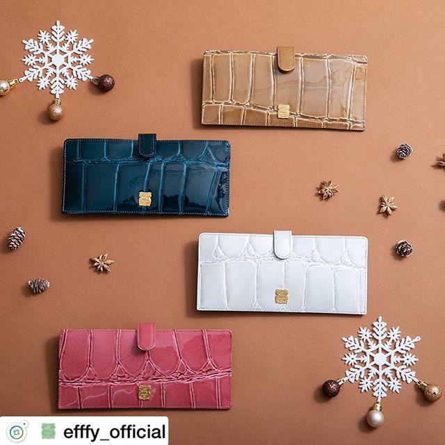. Christmas gift Collection .フラットロングウォレットTK1-76 ¥7,800+TAX .しあわせの予感、クロコのウォレット。新しい年に向けてお財布も新しく。来年のラッキーカラーにする!?それともインスピレーションで選ぶ!?お財布を新しくすると運気が変わるらしいからさっそくお店で出会ってみて。素材/日本製クロコエンボス加工牛革#efffy#エフィー#革小物#財布#バッグ#ItalianMaterial#Pochette#カラフル小物#牛革財布#秋冬新作革小物#2waybag#秋冬コーデ#牛革スムース素材#エナメル加工牛革財布#クリスマス小物#ロングウォレット#おとな長財布#カラフル財布#おしゃれ財布#クリスマスギフト#幸運財布
