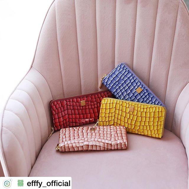 . 新春財布ラウンドファスナー長財布IN3-01 ¥16,000+TAX2020年のしあわせ色。見た目よりもぐっとしなやかでやわらかい革の長財布。カラフルなカラーにゴールドのアクセントでさらに運気アップ!あなた色をみつけてね。.素材/ITALY製クロコエンボスラメエナメル牛革#efffy#エフィー#革小物#財布#バッグ#ItalianMaterial#カラフル財布#牛革財布#冬新作革小物#2waybag#冬コーデ#牛革スムース素材#エナメル加工牛革財布#クリスマス小物#ロングウォレット#おとな長財布#カラフル財布#おしゃれ財布#エナメル財布#新春財布
