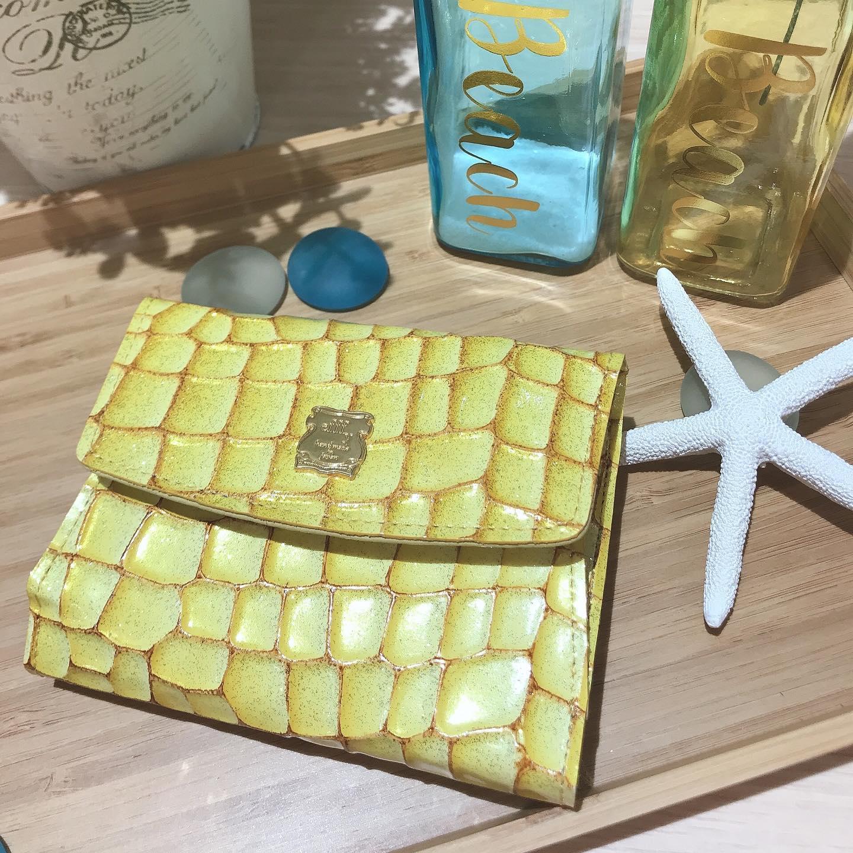 夏の太陽の光のようなキラキラ財布!IN3-02  YE ¥12,000+TAX素材  ITALY製クロコエンボスラメエナメル加工牛革#エフィー#efffy#革小物#レザー#ミニ財布#夏色アイテム#キラキラアイテム#日本製#ステンドグラス調#エナメル財布
