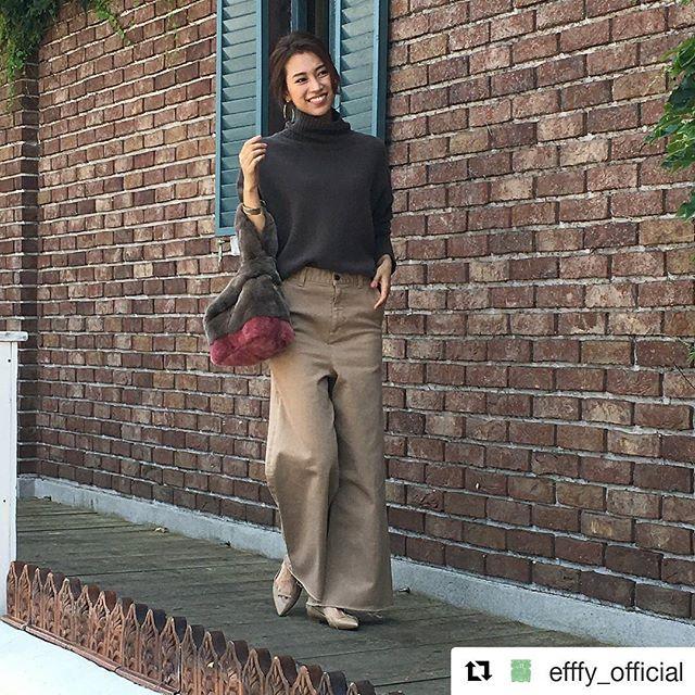 """#Repost @efffy_official (@get_repost)・・・革バッグ 革財布 efffy AWシーズンの新作のご紹介です。トレンドのリアルファーで表現したワンハンドルバッグ。絹のような光沢と細やかな毛並みが美しく、密度の高い綿毛が生み出す""""フワフワ感""""はずっと触れていたくなるような柔らかい手触りが心地良く脱け毛の少ない""""レッキスファー""""を使用しました。ココアとピンクのバイカラーが秋コーデにカジュアル感を演出します。この心地良い""""フワフワ感""""を店頭で感じてみませんか?no_NS2-01 color_coc ¥17,500(+tax)www.efffy.comefffy coredo muromachiefffy nagoyaefffy's closet machidaefffy's closet nishinomiyaefffy's closet yokohama efffy's closet saitama shintoshin #efffy#efffys_closet_official#madeinjapan#handbag#leatherbag#leather#sacsbar#gransacs#sacsbarjean#日本製#革#革バッグ#秋コーデ#柔らかい#手触り#ファーバッグ#ワンハンドルバッグ#バイカラー#カジュアルコーデ#ココア#ピンク#フワフワ#レッキス#ラビット#エフィー#サックスバー#グランサックス#サックスバージーン#かわいい"""