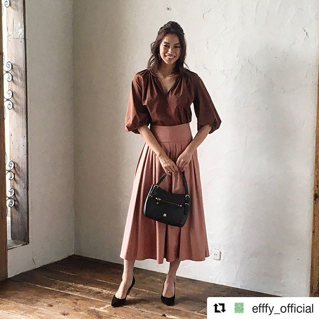 #Repost @efffy_official (@get_repost)・・・革バッグ・ 革財布・efffy スタンダードモデルのご紹介です日本製シュリンクエンボス加工牛革を使用したハンドバッグ。フロントのベルトをデザインポイントに機能美を表現しました。ベルトの調整でハンドの長さ調節ができ、内装は両アオリポケットを搭載していて荷物の分類が出来てとても機能的で便利です。落ち着いたダークブラウンのチョコレートカラーは合わせやすく冬の大人コーデをお楽しみいただけます!no_TS1-2 color_DBR ¥21,000(+tax)www.efffy.com efffy coredomuromachiefffy nagoyaefffy's closet machidaefffy's closet chofuefffy's closet yokohama efffy's closet saitamashintoshinefffy's closet takasaki OPAefffy's closet nishinomiya#efffy#efffys_closet_official#madeinjapan#handbag#leatherbag#leather#sacsbar#gransacs#sacsbarjean#日本製#革バッグ#エフィー#大人コーデ#トートバッグ#カジュアルコーデ#サックスバー#グランサックス#サックスバージーン#ブラウン#チョコレート#ワイン#ピンク#ブラウス#パンプス#ロングスカート#ピアス#メリハリ#パーティ#かわいい