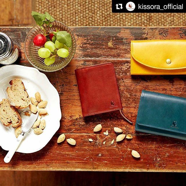 #Repost @kissora_official (@get_repost)・・・kissora new itemベジタブルな色彩春小物「UDO」ハッとするあざやかな色彩が春にぴったりのUDOシリーズ。ベジタブルタンニンされた革でイタリアンレザー特有の透明感と発色の良さが特徴です。イタリアの環境と水をもってして生まれた色は、とにかくキレイです。コシ・ハリ・ツヤもあり、材料の高級感・存在感・発色の良さは抜群!長い時間をかけて革本来の経年変化をどうぞ、じっくりとお楽しみください。#kissora#キソラ#レザー#革#革製品#バッグ#財布#レザーグッズ#革小物#kisssorajp#リンネル#スカイツリー#東京ソラマチ#オーダーバッグ#タンナー#鞣し#ベジタブルタンニン#経年変化#ユニセックス#本革小物#Wallet#ウォレット#カラフル革小物#財布#自分らしさ#オリジナル小物#栃木レザー#オンリーワンギフト#オリジナル革小物
