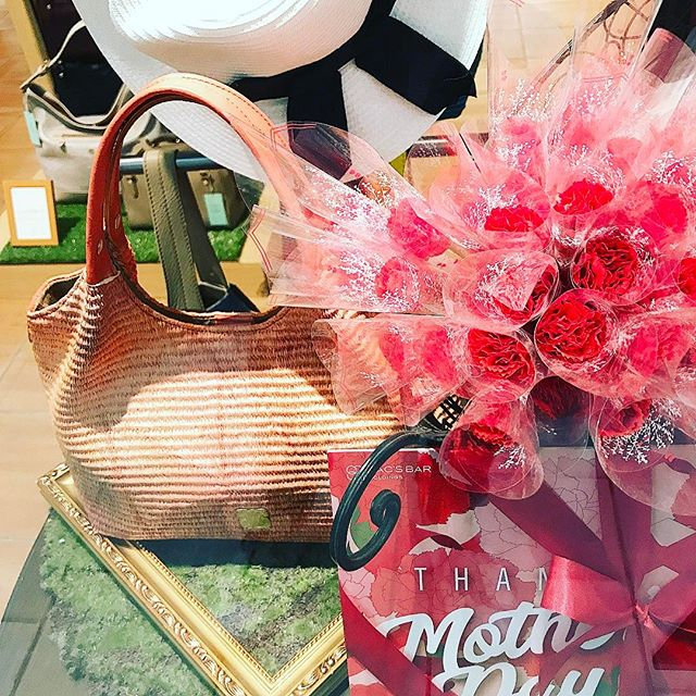 革バッグ 革サイフ efffyAll I have to give you is my love on Mother's Day#efffy#sacstation#ibaraki#japan#madeinjapan#mothersday#gift#present #showwindow #サックステーション#水戸#水戸駅#母の日ギフト#バッグ#お母さんありがとう#感謝の気持ち