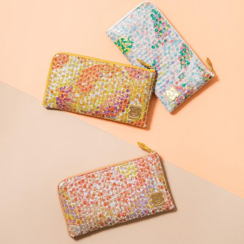 友禅染の美しい色合いにエナメル加工を施したお財布シリーズをご紹介します